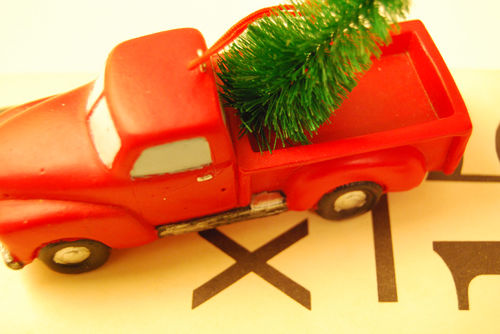 Red-truck-ornament