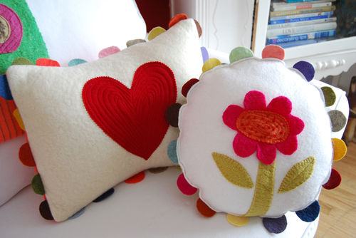 Heart-and-flower-pillow-09