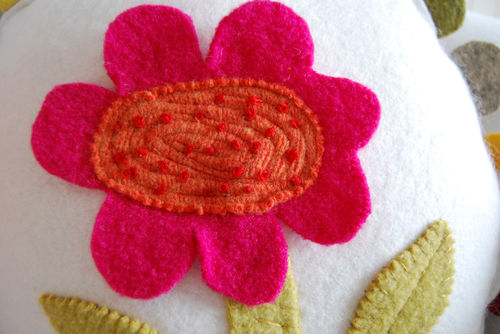 Detail-flower-pillow-09