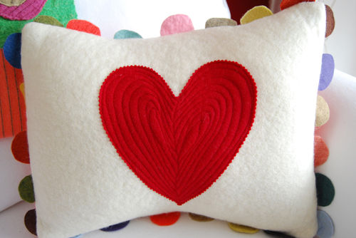 Heart-pillow-09