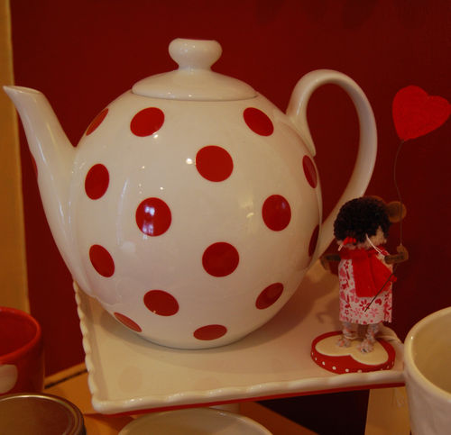 Red-dot-teapot
