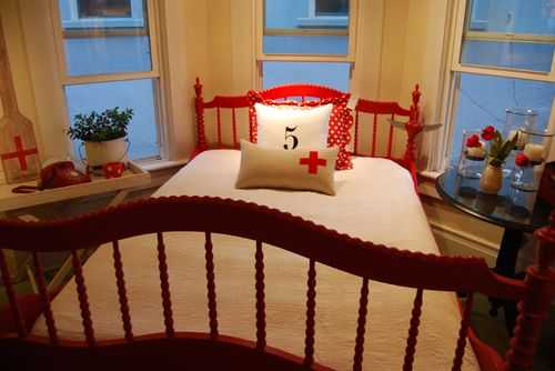 Red-bed-swiss-tysle