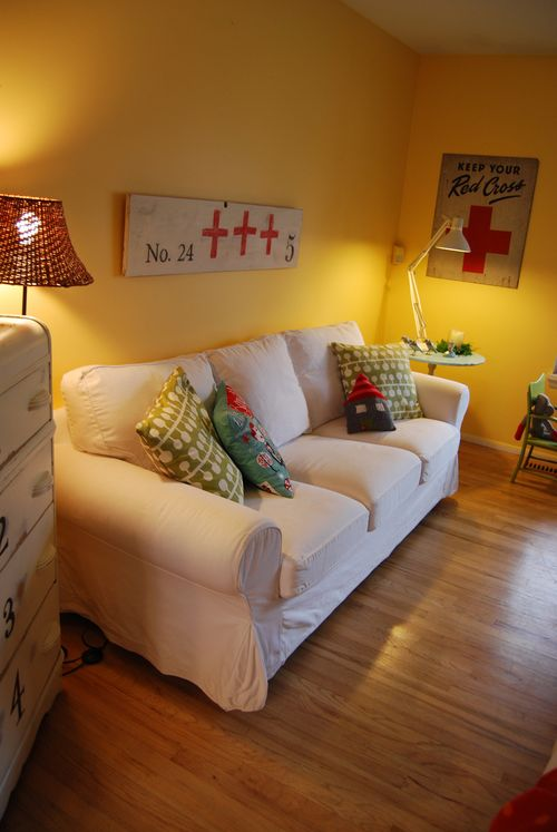 Living-room-with-painting