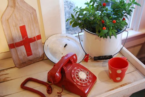 Telephone-red-