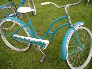 Vintage_blue_bikes