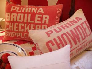 Chicken_feed_pillows_detail