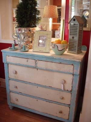 Vintage_shabby_dresser_with_mosaic_
