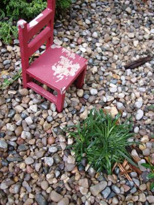 Tiny_red_chair