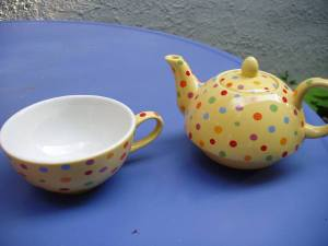 Tiny_yellow_teapot_for_one