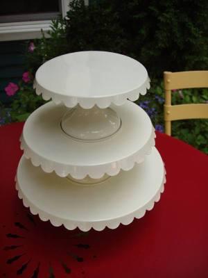 White_enamel_cake_plates