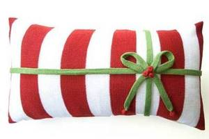 Red_and_white_striped_pillow