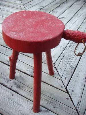 Three_legged_log_stool