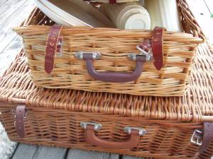 Wicker_picnic_baskets