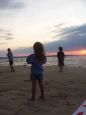 Kids_at_sunset