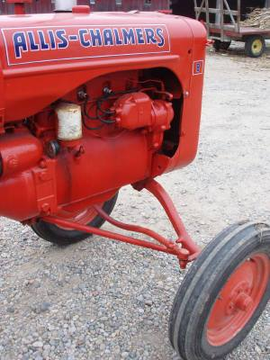 Vintage_red_tractor