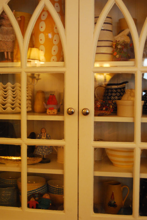Mollys_built_in_cabinet