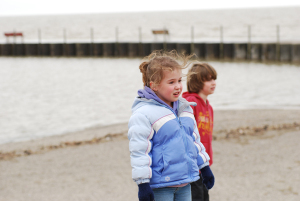Kids_on_the_shore_of_lake_erie