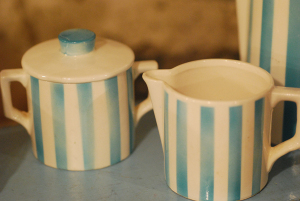 Tiny_vintage_creamer_and_sugar